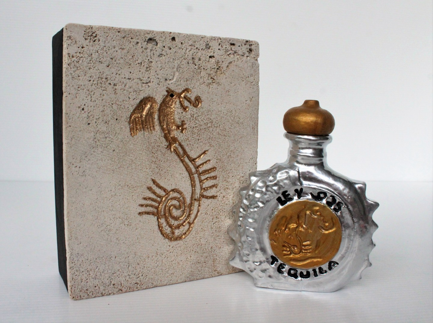 Tequila Ley 925, Escultura por Jenny Hee   The Top 10 Most Expensive Alcohols In 2021 - BiographyFlash.com