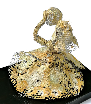 """Sculpture titled """"Girl with a ball"""" by Susana Zarate, Original Art, Wire"""