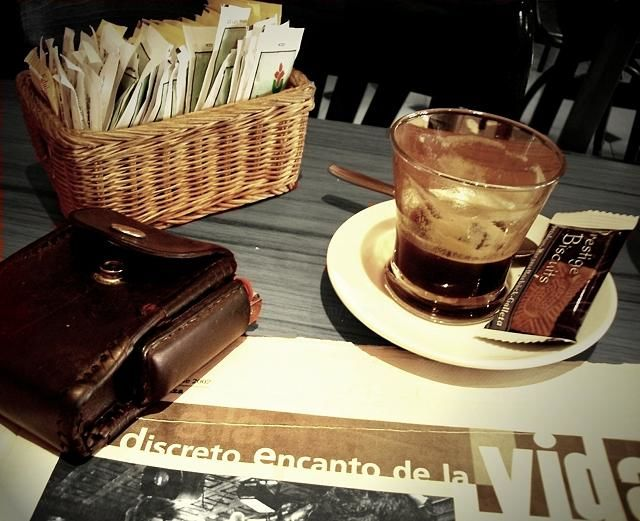 el discreto encanto de la vida - © 2007 café, diario, bar, journal Online Artworks