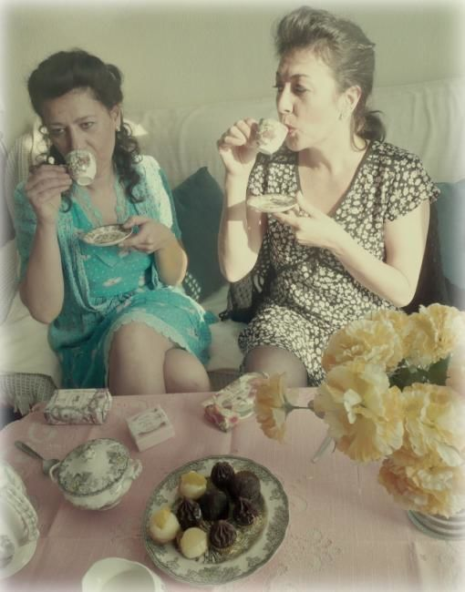 tea time 4 - Photography ©2010 by Ariane Canta-Brejnik -            tea time, vintage, modèles, photographie, photography, image