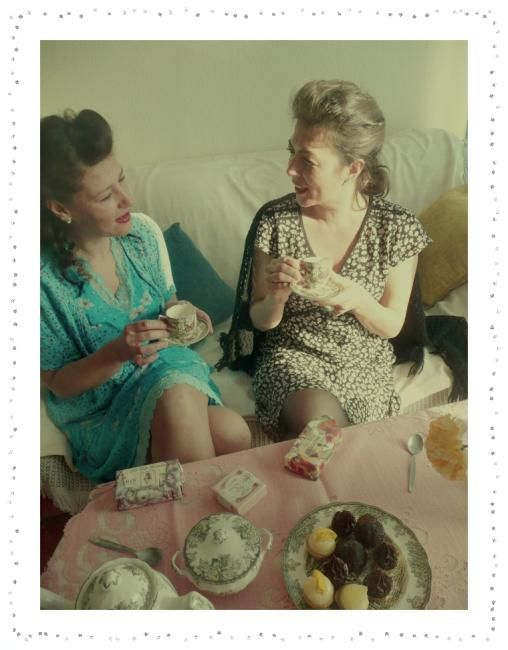 tea time 5 - Photography ©2010 by Ariane Canta-Brejnik -            tea time, vintage, modèles, photographie, photography, image