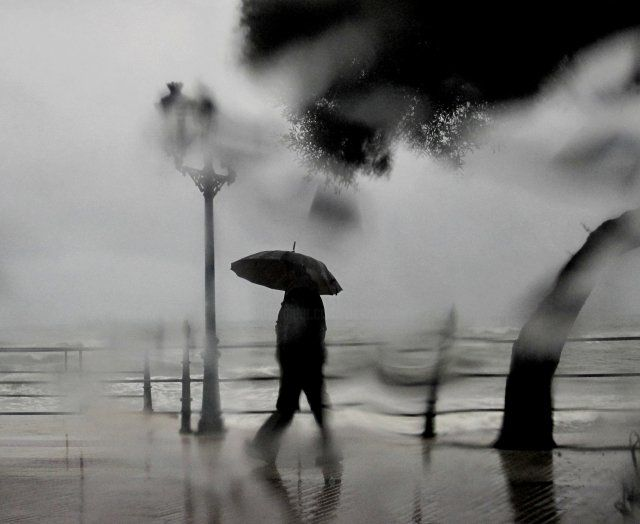 Pluie sur le paseo maritimo - Photography ©2011 by Ariane Canta-Brejnik -