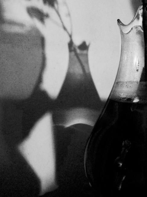 carafe - Photography ©2011 by Ariane Canta-Brejnik -            ombres et lumières, carafes, Black and White