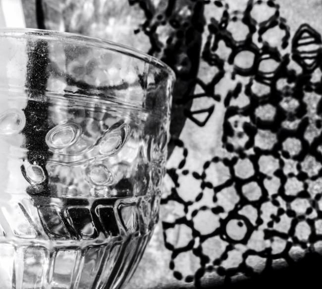 Verre - Photography ©2012 by Ariane Canta-Brejnik -            ombres et lumières, verre, photographie, Black and White