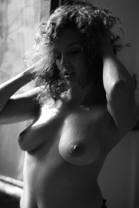 Find pics of naked milf