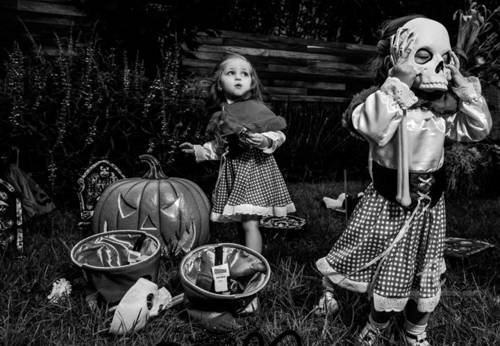 MEXIQUE 6 - Photography,  11.8x17.7x0.8 in, ©2019 by Maume Gallery -                                                                                                                                                                                                                                                                                                                                                                                                                                                      Street Art, street-art-624, Fairytales, World Culture, Children, Family, halloween, enfant, noiretblanc