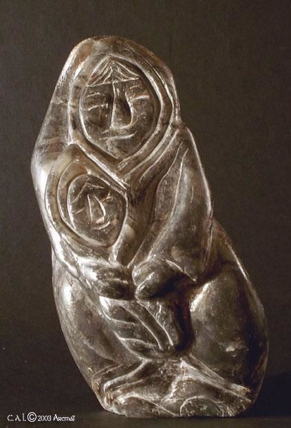 MERE ENFANT - Sculpture ©2003 by Aremaï -            steatite, pierre, inuit, sculpture, mere, enfant
