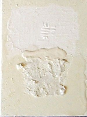 Petit blanc 2 - Painting,  20x15 cm ©2010 by Catherine Barbet -                            Found objects, Matières blanches sur fond blanc