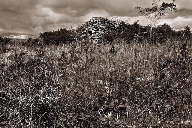 ancienne cabane - Photography, ©2012 by Bernard Jacques -
