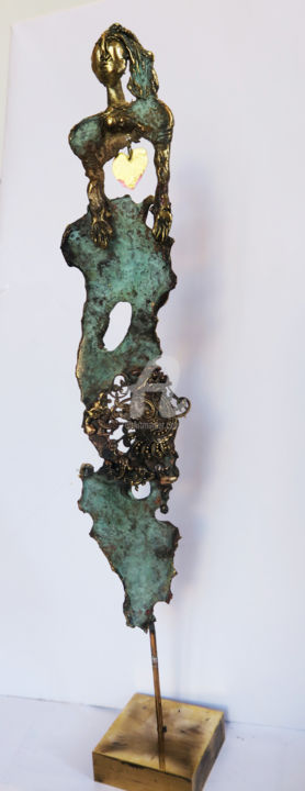 dame-de-coeur.jpg - Sculpture,  13.8x2.4 in, ©2019 by Elisabeth Brainos -                                                              Bronze