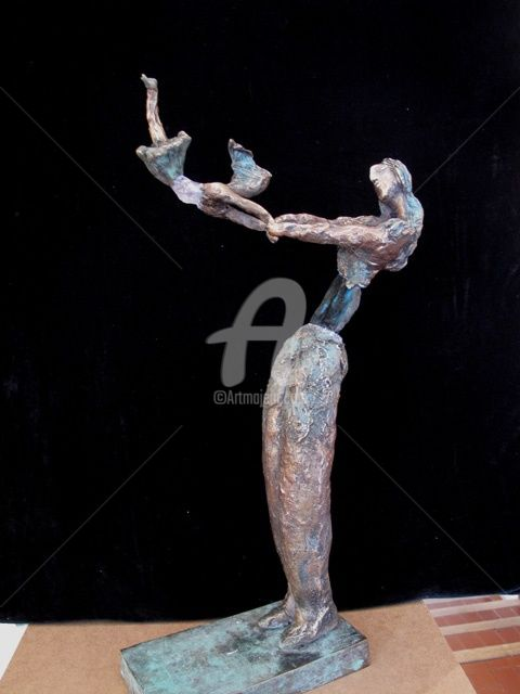 femme labradorite à l'enfant volant 3 - Sculpture,  17.7x11 in, ©2011 by Elisabeth Brainos -
