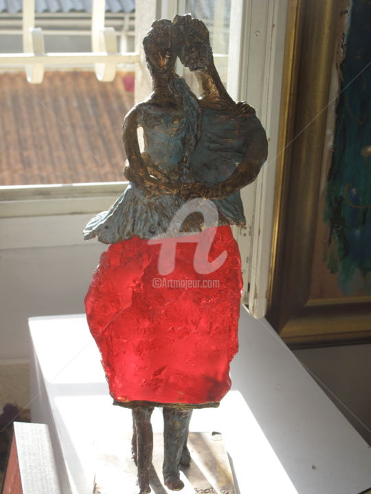 couple en rouge.jpg - Sculpture,  45x13x16 cm ©2017 by Elisabeth Brainos -                                                            Figurative Art, Bronze, Love / Romance, couple, couple dansant, piec unique bronze
