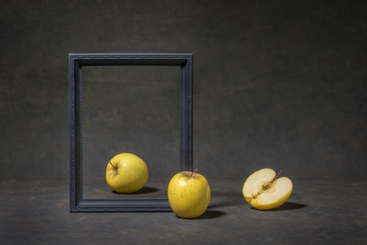 Framed - Photography,  40x60 cm ©2019 by Christophe VEROT -                            Still life, nature morte, contemporain, minimaliste, pomme, noir, still life, apple, contemporary, black