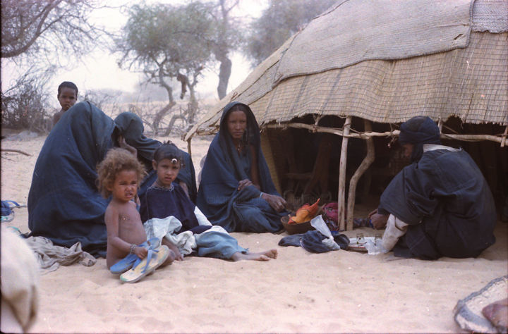 Campement Touareg - Photography, ©1983 by Claude Grand -                                                                                                                                                                                                  Touaregs, campement touareg, bergers touaregs, photo claude grand