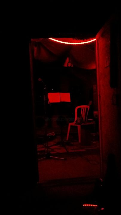 red in the dark - Photography ©2015 by Cristo Ash -            photographie, installation