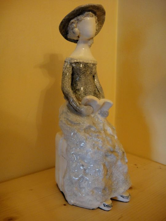 Mignonne 6 - Sculpture,  25x10x10 cm ©2018 by Danielle BENOTTO -                                                            Figurative Art, Ceramic, Women, art, contemporain, sculpture