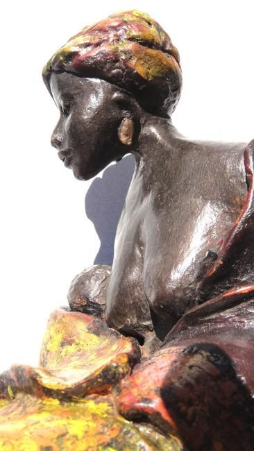 Romia - Sculpture ©2013 by Danielle BENOTTO -            Femme africaine assise