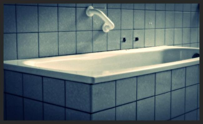 Het bad - Fotografie,  14x10 cm ©2011 von deboknol -            The Bath