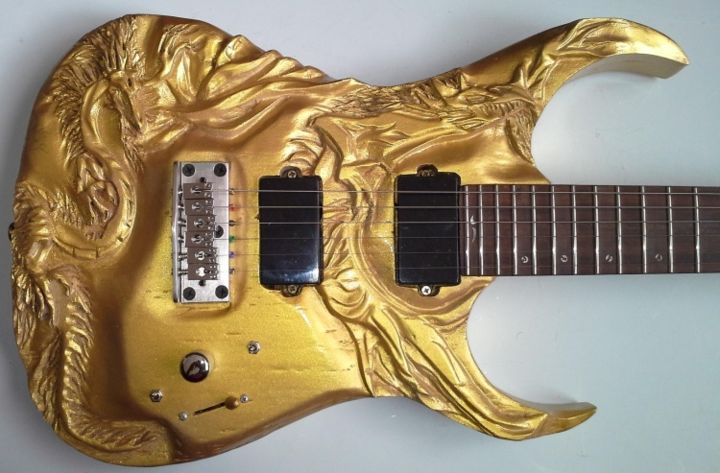 Wood carving - Gold dragons carved electric guitar - entalhe madeira ...