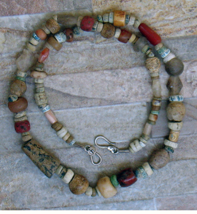 N°9 Fouille - Artcraft, ©2017 by Racine Kane -                                                              ethnic african beads necklace