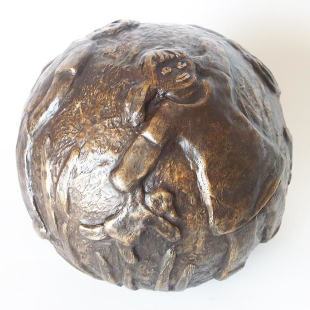 Balade - bronze 1/8 - 21 cm - Sculpture,  21x21x21 cm ©2012 by EVA ROUWENS -                                                            Expressionism, Bronze, Family, Belle, boule, patine, Fonderie Fap, ronde, famille