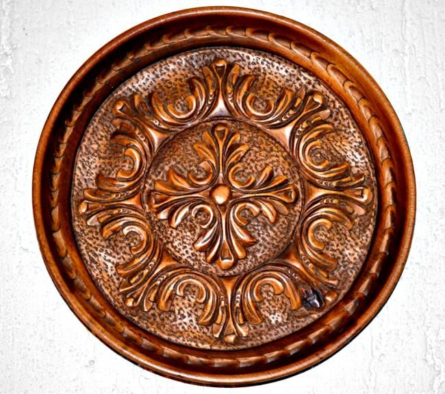 Decorative plate - Sculpture,  9.1x9.1 in, ©1981 by Flory -                                                              Hand made - decorative plate