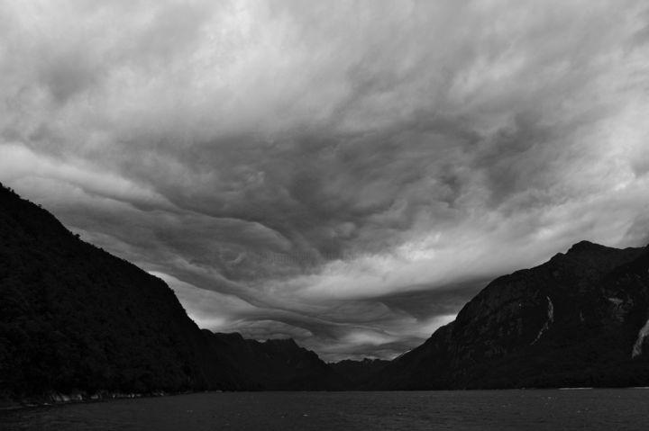 Doubtful sound - Photography ©2019 by François Carage -                                                        Documentary, Seascape, Travel, photo noir, ciel, nuages, Black and White