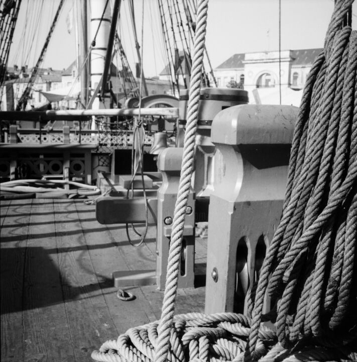 Gréément. - Photography, ©2017 by Frédéric Duchesnay -                                                                                                                                                                                                                                                                                              Sailboat, Hermione, ship, boat, sail, Black and White