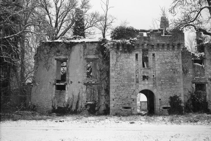 La ruine - Photography,  9.5x13.4 in, ©2010 by Frédéric Duchesnay -                                                                                                          chateau neige ruine perigord, Black and White