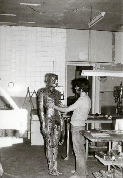 Studio - Sculpture,  68.9x13.8x21.7 in, ©1969 by Ghezzi -                                                                                                                                                                                                                                                                                                                                                                                                                                                          Figurative, figurative-594, Metal, Men, Autoportrait, Antonio Chezzi, sculpteur à Genève, 6 rue des Gares CH, Swiss Sculptor