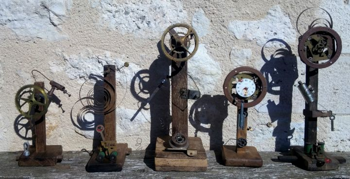 Totems gardiens du temps assemblage sculpture - Sculpture, ©2019 by Guenzone -                                                                                                                                                                                                                                                                                                                                                                                                                                                                                                                                                                                                                                          Abstract, abstract-570, Wood, Metal, Fantasy, Mortality, Science & Technology, Time, sculpture steampunk, assemblage bois metal, sculpture temps, totems temps, totem bois metal