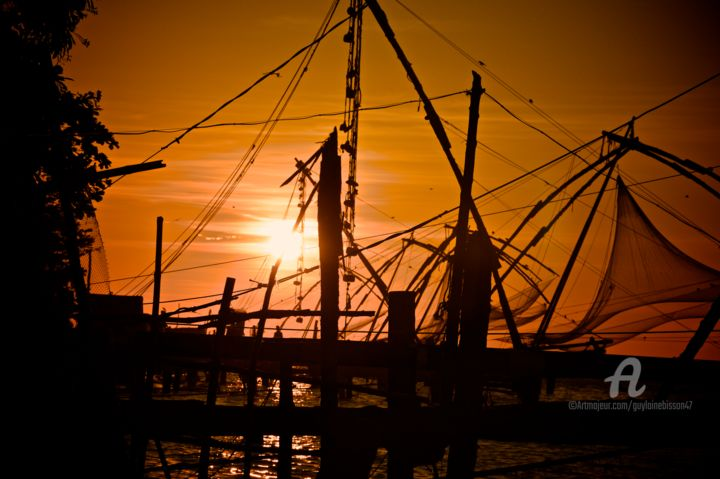 Coucher de soleil sur les filets chinois - KOCHI - Photography, ©2014 by Guylaine Bisson (GuyL'ami.ART) -                                                                                                                                                                                                                                                                                                                                                                                                                                                                                                                                                                                                                                                                                                                                                                                                                                                                                                                                                                                                                                                  Illustration, illustration-600, Asia, Boat, Colors, World Culture, Light, soleil, lumière, coucher, coucher de soleil, port, plage, Fort Kochi, Cochin, Kerala, Inde du Sud, INDE, luminosité, filets, chinois, filets chinois