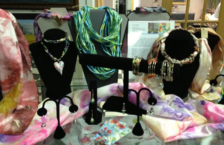 Artisan crafted jewelry,  original oil paintings,  Gloria Nilsson eternity scarves 100% silk scarves,  scarf necklaces