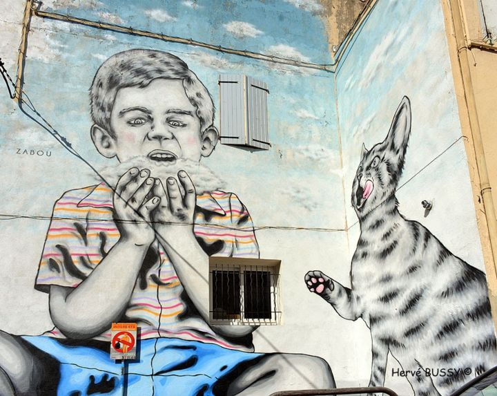 MIAOU ! OUF 2015 - Photographie, ©2015 par Diaph -                                                                                                                                                                                                                                                                                                                                                                                                                                                                                                                                                                                                                                                                                                                                                                                                                      Figurative, figurative-594, Architecture, Art abstrait, Graffiti, artwork_cat.Cities, GRAFFITI, ARTS RUE, ANIMATIONS, VILLE, NIMES, OUF, CHAT, ENFANT, FENETRE, QUARTIER, Limited Edition