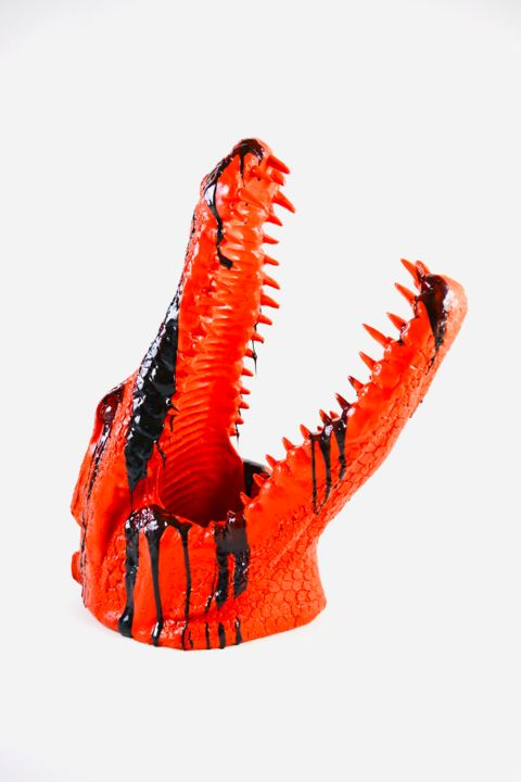 """Crocodile Head"" red sculpture - Skulptur,  33,5x13,8x17,7 in, ©2018 von Bart Stillekens -                                                                                                                                                                                                                                                                                                                                                                                                                                                                                                                                                                                                                                                                                  Figurative, figurative-594, Architektur, Kultur, Tiere, Interiors, Kulturen der Welt, sculpture, animal, gold, black, epoxy, crocodile, head"