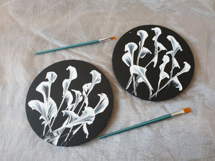 2 set Fluid Painting Abstract Art Black Gold White - Painting,  30x30x1 cm ©2019 by Iveta Kārkla -                                                                                                                                                            Abstract Art, Abstract Expressionism, Art Deco, Contemporary painting, Impressionism, Minimalism, Modernism, Canvas, Abstract Art, Black and White, Flower, round canvas, black and white, abstract art, abstract flowers, 2 set art, 2 set painting, white flowers