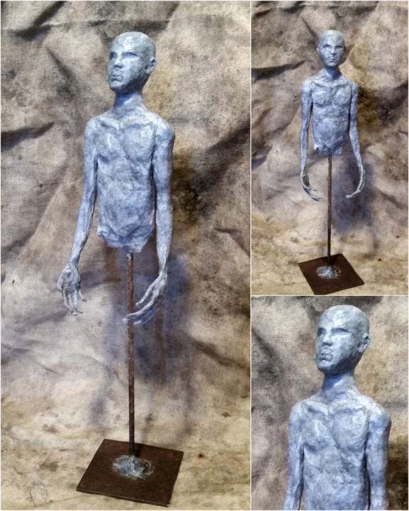L'homme bleu - Sculpture,  27x8 cm ©2016 by Karine Krynicki -                                                            Figurative Art, Paper, Men, sculpture papier