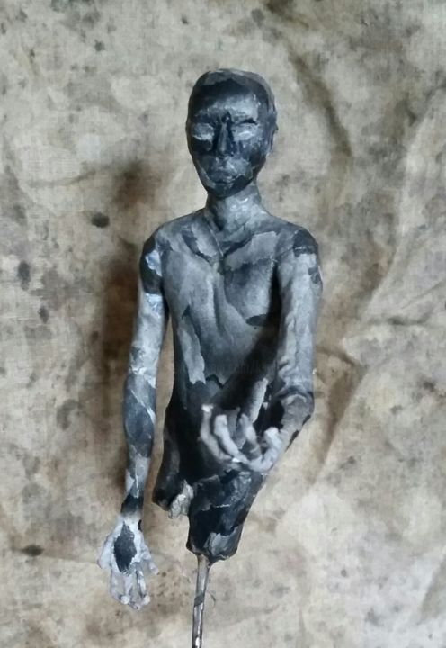 La main tendue - Sculpture,  30x15 cm ©2016 by Karine Krynicki -                                                                        Figurative Art, Metal, Paper, Men, sculpture papier