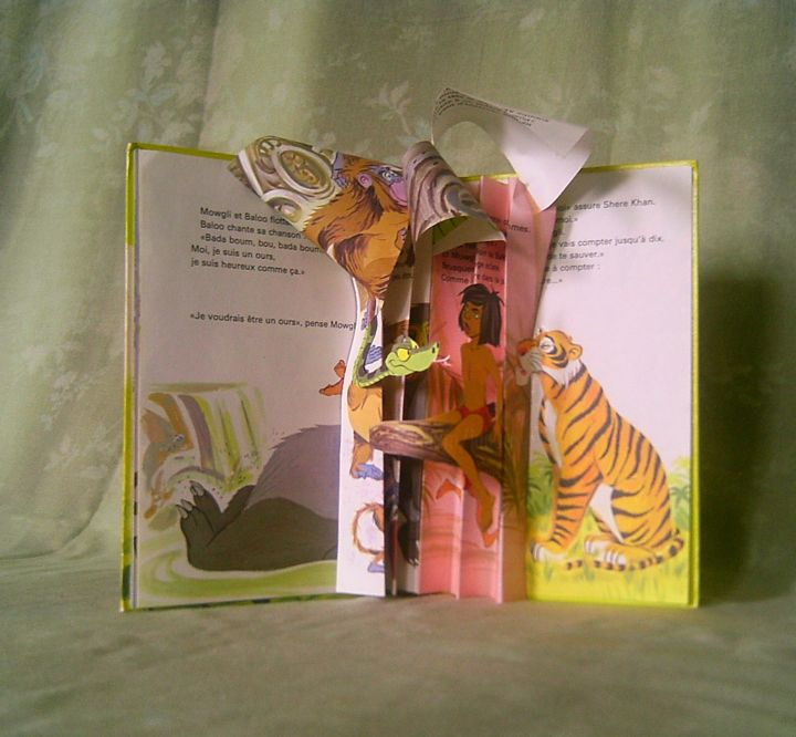 Le livre recyclé - Sculpture ©2015 by khava -                                            Paper, World Culture, livre de la jungle, livre plié, livre collé, bibliothèque d'enfant, livre recyclé