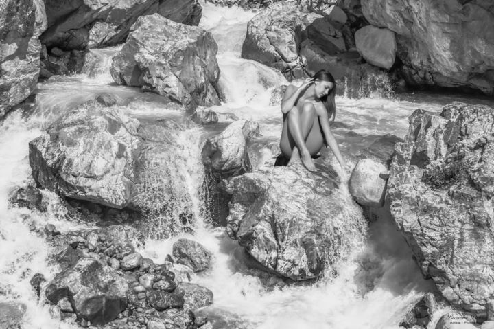 La sirène - Photography,  60x90 cm ©2019 by patrick lecointre -                                                                                                        Photorealism, Love / Romance, Body, Water, Black and White, Landscape, Erotic, noir et blanc, torrent, nue, numérique, photographie, Black and White