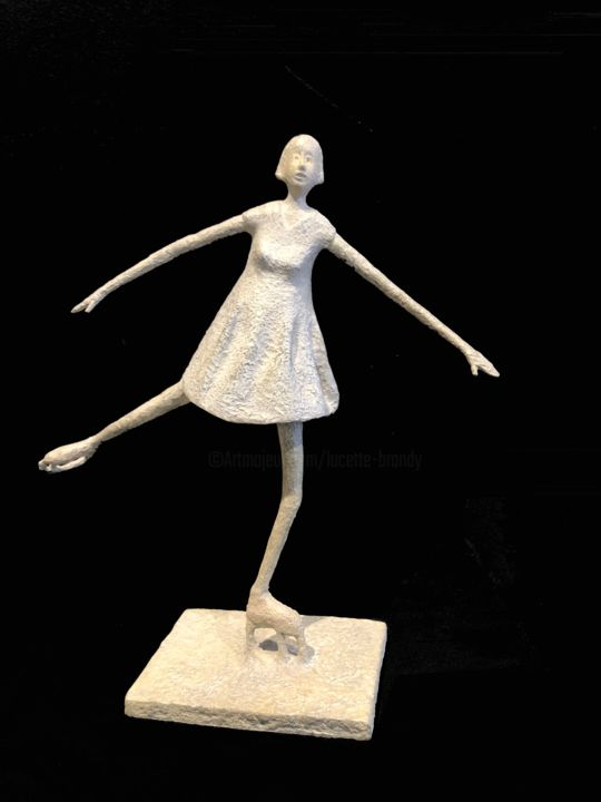 La patineuse - Sculpture,  10.6x11.4x4.7 in, ©2019 by Lucette Brandy -                                                                                                                                                                                                                                                                                                                                                                                                                                                      Naive Art, naive-art-948, Women, Sports, patinage, patineuse artistique, patin sur glace, lucette brandy, bouillon  d'art