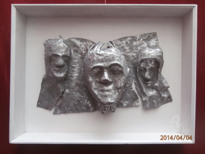 trio-47x62.jpg - Sculpture,  47x62 cm ©2014 by Étienne DUPÉ -                                                                                                                        Art Deco, Outsider Art, Figurative Art, Wood, Metal, Family, Men, People, trio