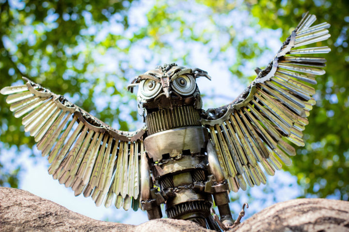 Owl metal art sculpture flying mari