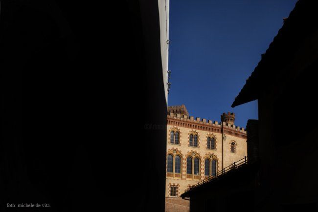 barolo - Photography,  70x50 cm ©2012 by Michele De Vita -            castello di barolo