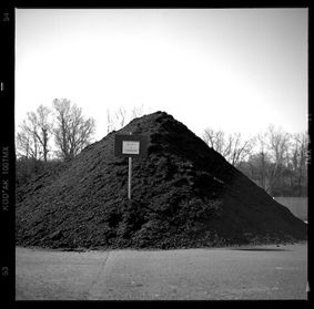 C/N 50  tas de compost blaye les mines - Photography, ©2006 by Oeildepierre -                                                              Black and White
