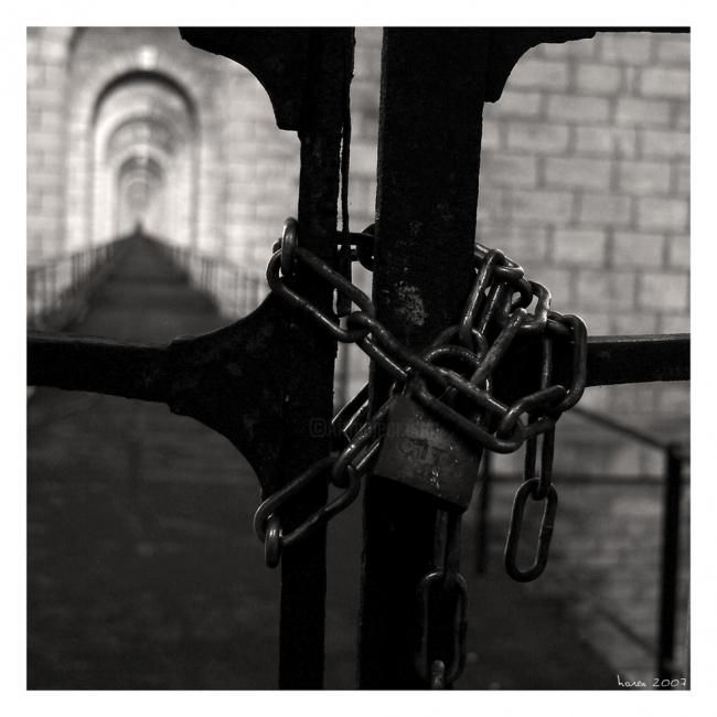 A perpetuité... - Photography,  30x30 cm ©2007 by Olivier Horen -            chaine prison cadenas security france paris sex