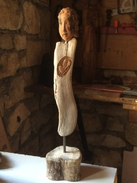 Je te donne mon coeur - Sculpture,  17.7 in, ©2014 by Paul Crochat -                                                                                                                                                                                                                                                      Wood, Love / Romance, amour, coeur, femme