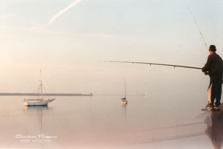 pecheurs - Photography, ©1995 by Christian Ragaine -                                                                                                                                                                                                                                                                                                                                                                                                                                                                                                                                                                                                                                                                                                                                                                                                                                                                  Figurative, figurative-594, Boat, Water, Men, Nature, Seascape, pêcheurs, pêche, eau, mer, poisson, port, Cherbourg, plaisance, matin, brume, reflets