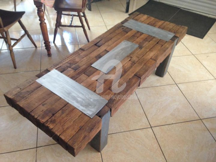 art 205 gde table bois bass incrustations m tal recyclage. Black Bedroom Furniture Sets. Home Design Ideas