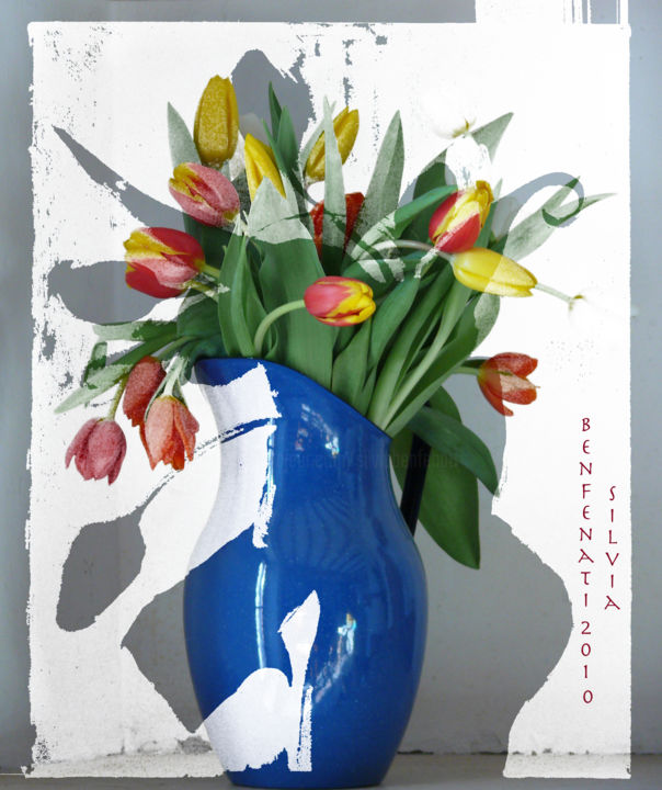 brocca blu con tulipani - Digital Arts,  53x42 cm ©2010 by Silvia Benfenati -                                                            Figurative Art, Paper, Flower, tulipani, brocca, blu, fotografia digitale, photoshop